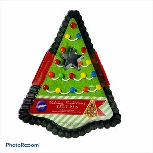 "Wilton 12"" Christmas Tree Non Stick Tart Pan"
